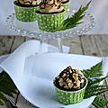 Cupcakes aux pruneaux, chantilly au beurre de cacahuètes