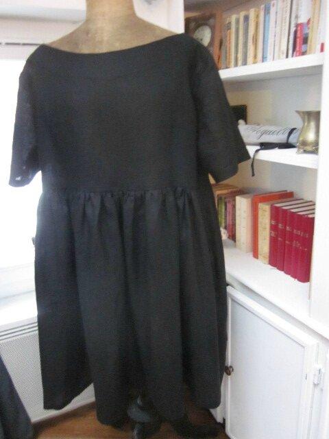 Une robe RAYMONDE en lin noir pour le Vestiaire...
