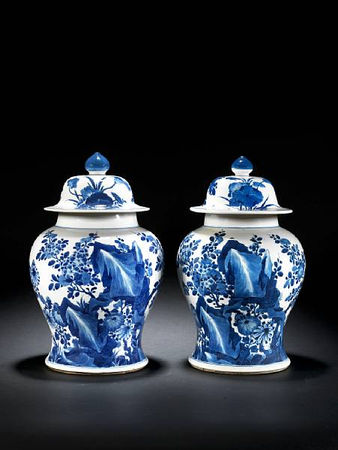 A_pair_of_blue_and_white_baluster_vases_and_covers