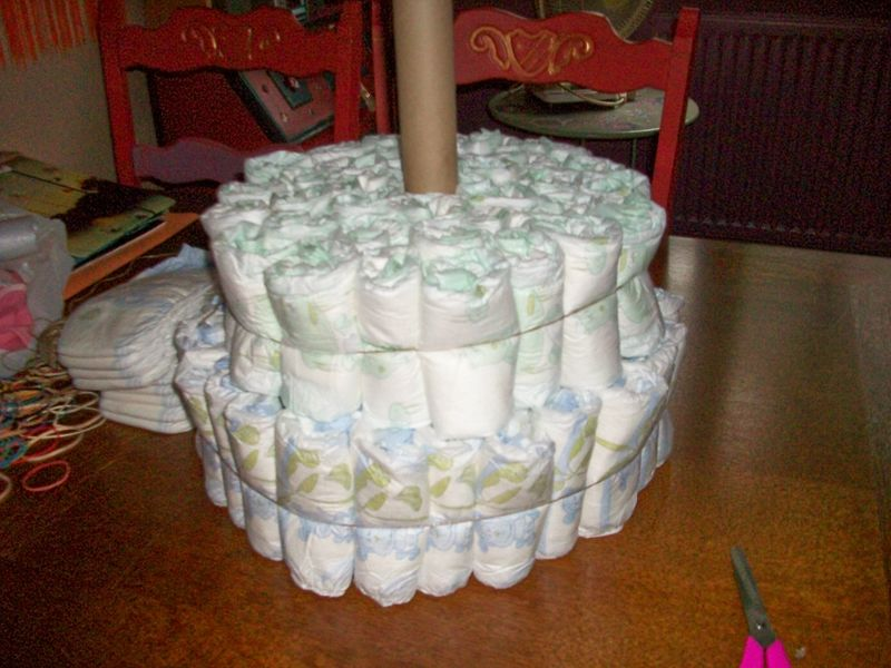 Diaper cake ou g teau de couches prehambule - Fabrication d un gateau de couches ...