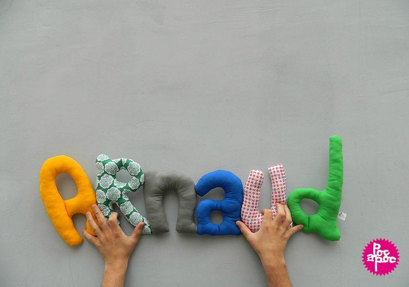 arnaud,mot en tissu,mot decoratif,cadeau de naissance,decoration chambre d'enfant,cadeau personnalise,cadeau original,poc a poc logo blog