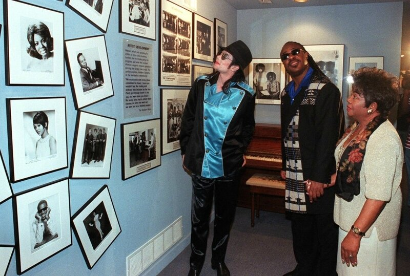 1998_michael_jackson_stevie_wonder_motown_museum