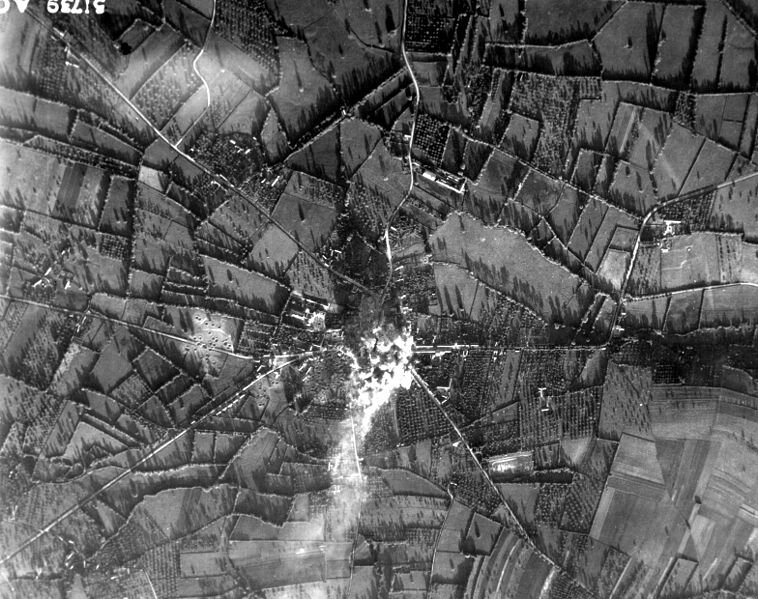 758px-Bombardement_Aunay-sur_Odon_-_1944