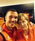 img-photo-podolski-avec-merkel-1402944774_x610_articles-185238