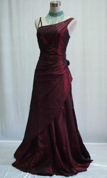 """robe de soirée """"Olivia"""" T 44/46 et 46/48 bordeaux neuve"""