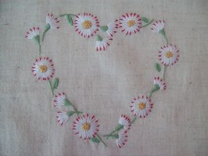 COEUR MARGUERITE BRODERIE TRADITIONNELLE (2)