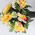 Cône de fleurs artificielles pour vase cimetière toussaint