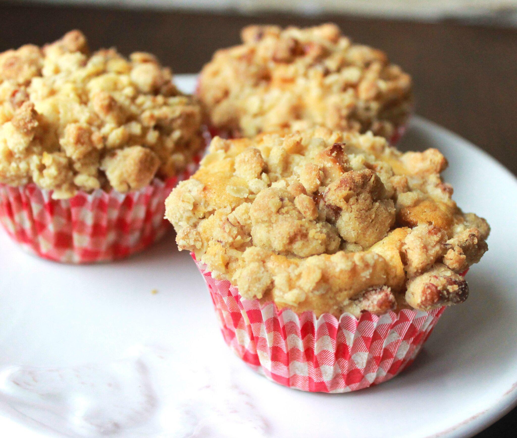 muffins aux pommes et clats de caramel crumble aux noix. Black Bedroom Furniture Sets. Home Design Ideas
