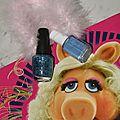 Manucure bling bling avec opi gone gonzo muppets et essie