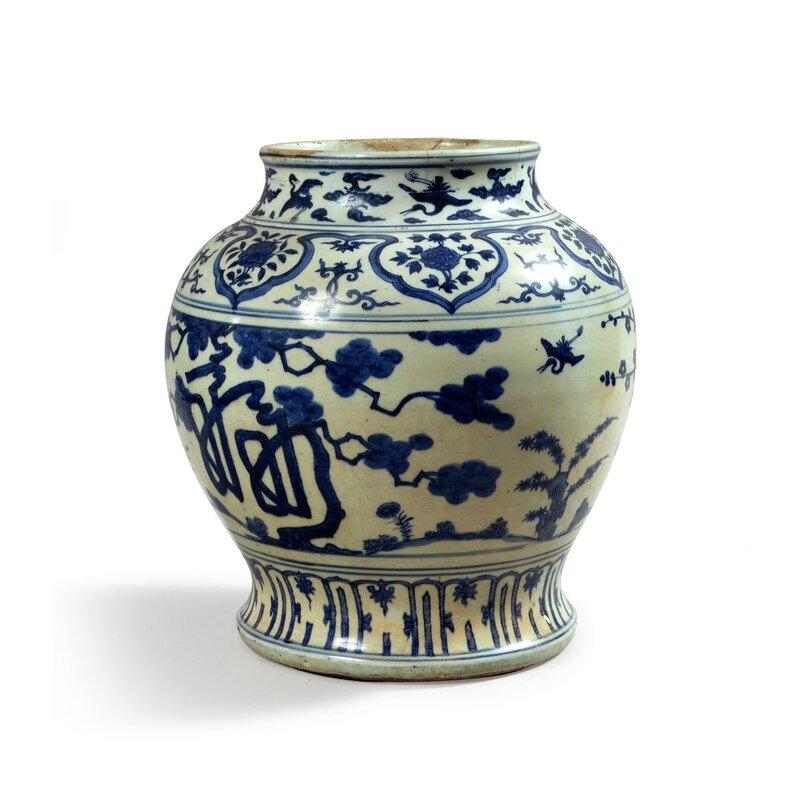 """Jarre de forme """"guan"""" en porcelaine décorée en bleu sous couverte, Chine, Epoque Wanli (1573 - 1620)"""