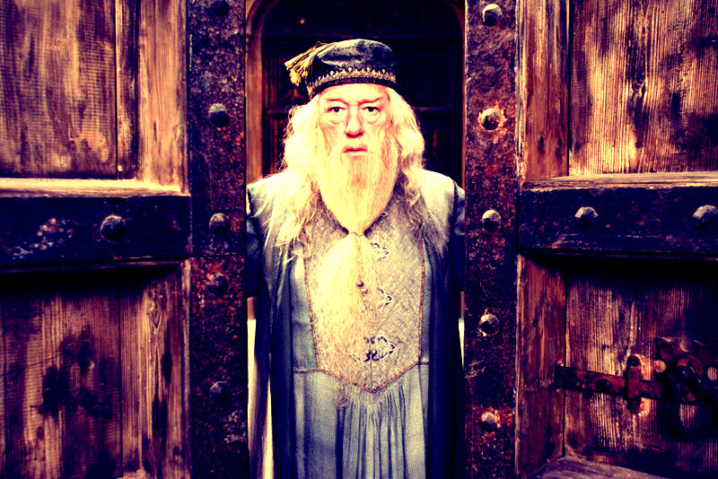 AlbusDumbledore_WB_F5_DumbledoreClosingDoors_Promo_080615_Land
