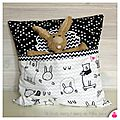 DSCN8483-owly-mary-du-pole-nord-coussin-pticoussin-noir-blanc-chevron-etoile-animaux-colorier-lapin-ours-jeu-enfant-scandinave-triangle-doudou-merveilleux-ecru-cadeau-naissance-fait-main