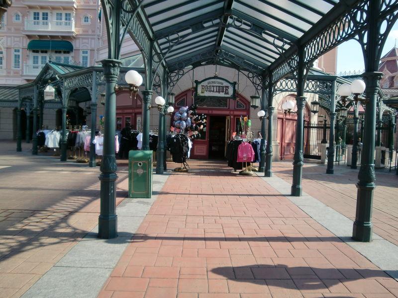 (l'une des) boutique à la sortie du Parc Disneyland