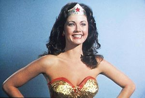 lynda-wonder-woman-16087419-1494-1007