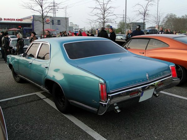 oldsmobile delta 88 custom town 4door sedan 1969 b