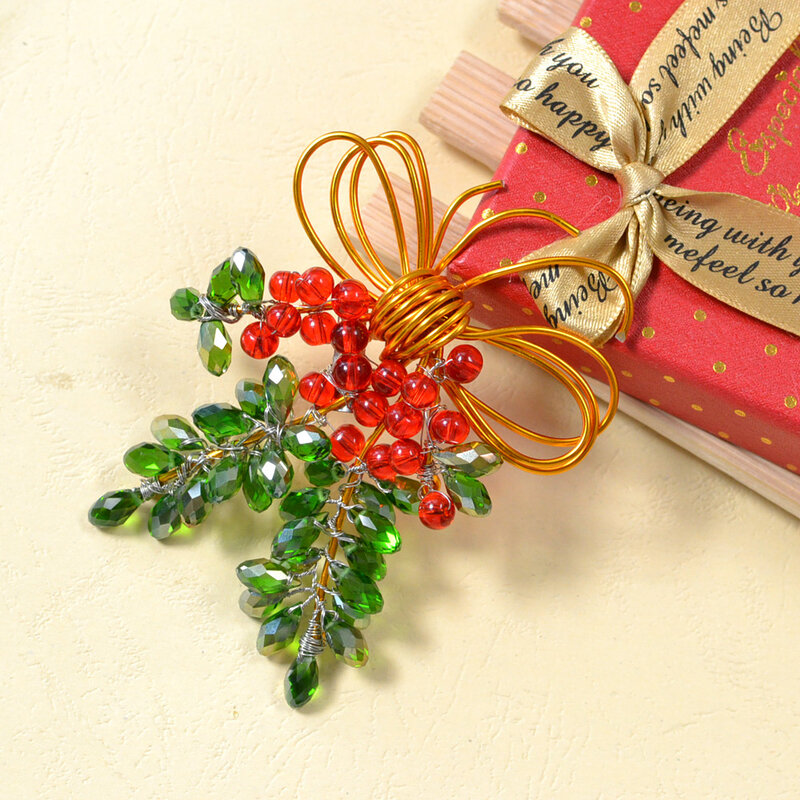 How-to-Make-a-Charming-Christmas-Brooch-with-Beads-and-Wires-5