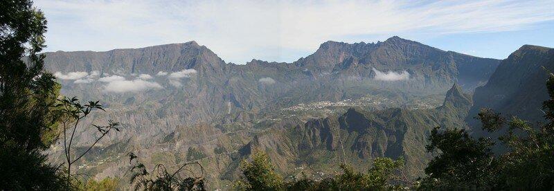 Cilaos depuis le Dimitille , île de la Réunion