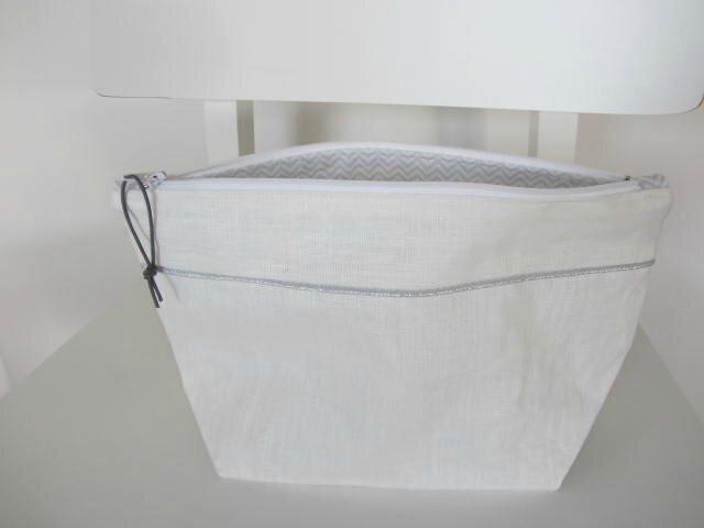 trousse toilette lin enduit blanc-chevrons bleus