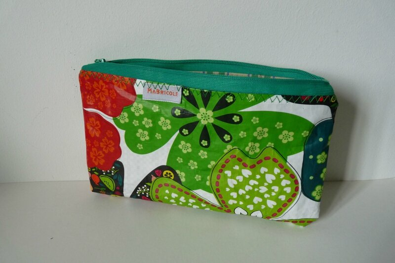 trousse flower power 13€
