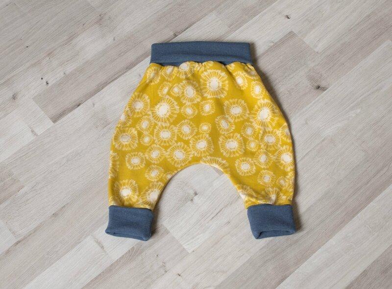 sarouel bebe legging jaune moutarde pissenlit ceinture bleu gris