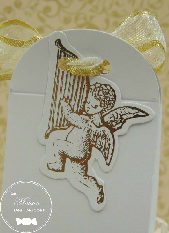 boîte dragées baptême mariage thème angelot gabriel cupidon étiquette blanc doré