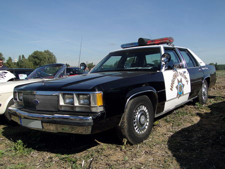 FORD LTD Crown Victoria 4door Sedan Police Interceptor 1991 Nesles Retro Expo 2010 1