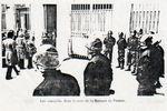 les_casqu_s_dans_la_cour_de_la_Banque_de_France_1974