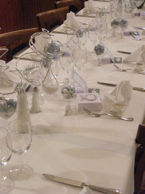 table mariage - thème ange blanc et gris - Photo de déco de table ...