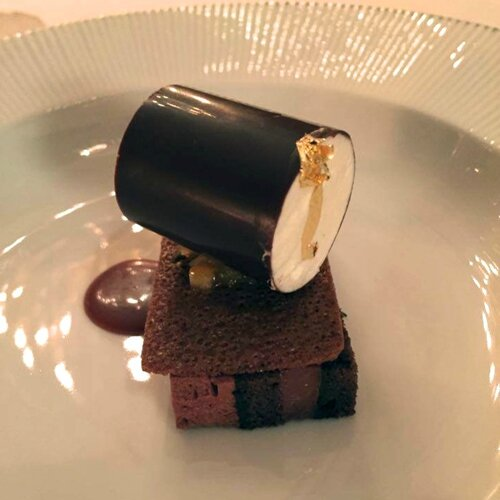 Chocolat, crème au chocolat, croustillant Muscovado, crème fouettée parfumée à l'orange, caramel au sel de Millac (2)
