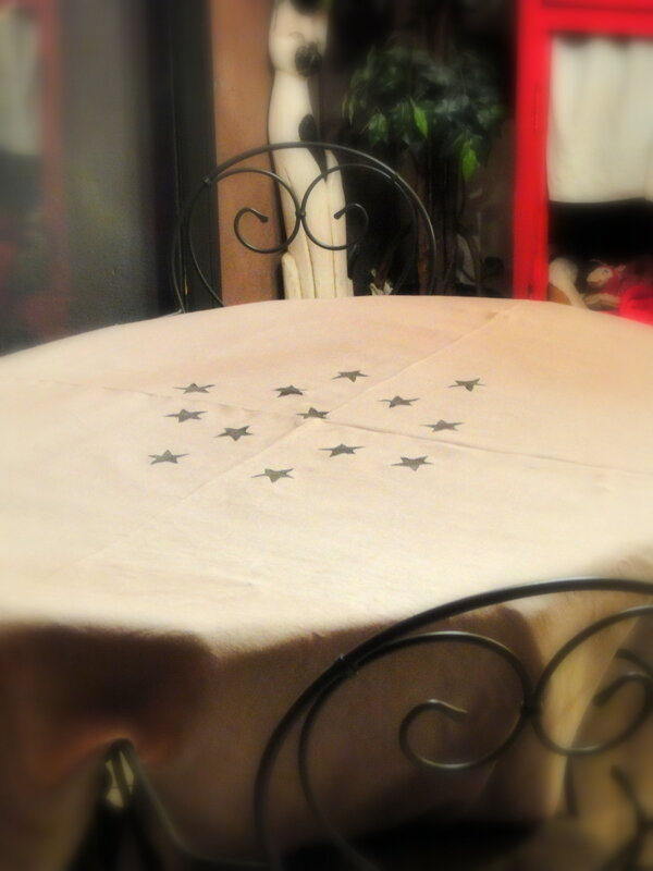 customiser_nappe_en_lin_avec_tampon_fait_maison_DIY_stars_stamp