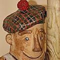 La mascotte dans les communes déléguées: bockie fait du foin