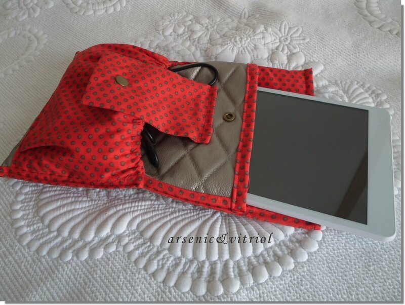 trousse tablette3jpg