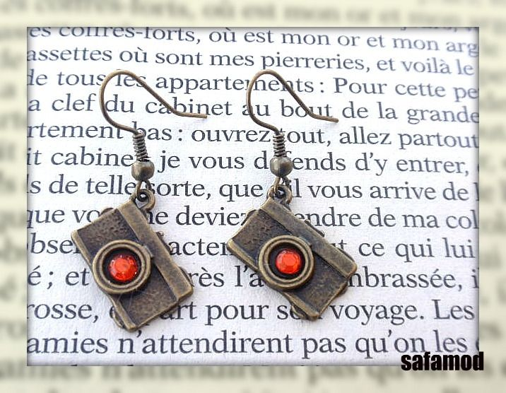Boucles d´oreilles camera appareil photo strass rouges