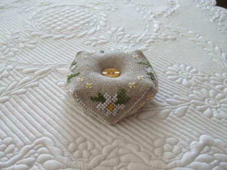 biscornu marguerites blanches 3
