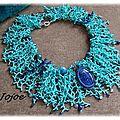 coral avec cabochon bleu et agates teintées