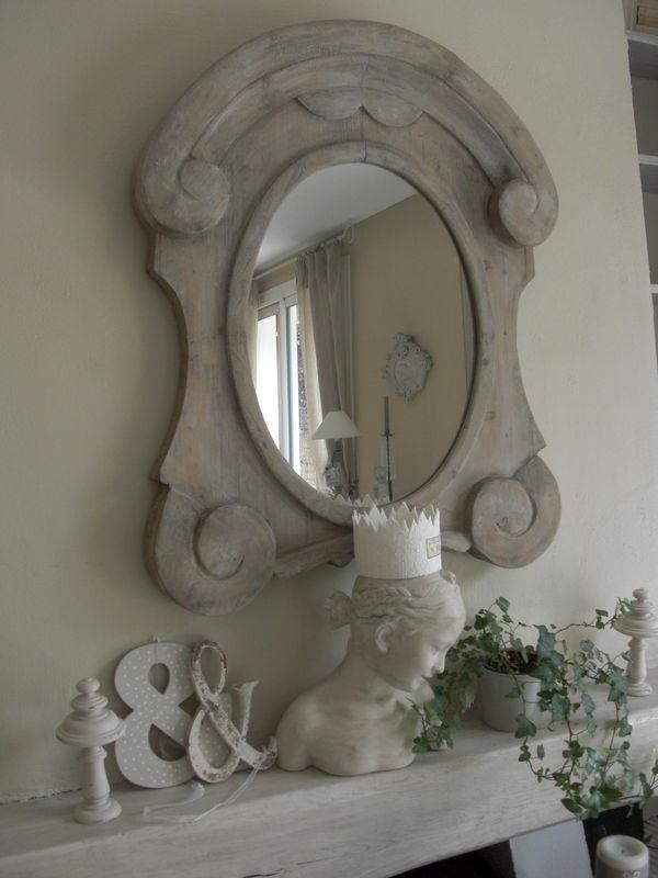 D 39 un c t du miroir et de l 39 autre beige blanc for Miroir oeil de boeuf