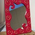 CADRE MIROIR EN CARTON SPIRALES ROUGE ET OR