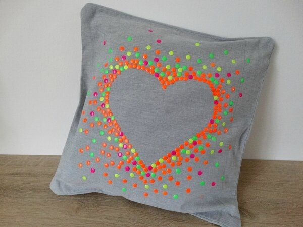 Coussin_strass_empreinte_coeurs_culturecouture_DTMlle_BD_1