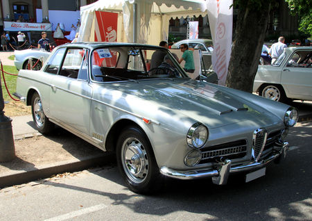 Alfa_romeo_2000_S__vignale_de_1958__34_me_Internationales_Oldtimer_meeting_de_Baden_Baden__01