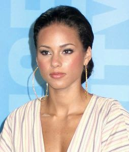 alicia-keys-bun-hairstyle-brunette-give-back-mtv-partnership