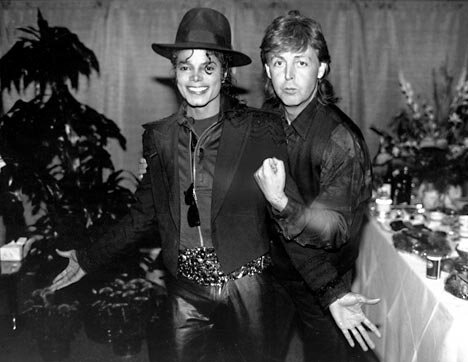 michael-jackson-et-paul-mccartney-enterrent-la-hache-de-guerre