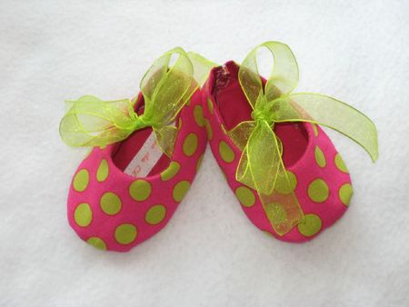 mode-bebes-chaussons-roses-a-pois-verts-0-3-m-1237820-chaussons-rosesis-1-45da1_big