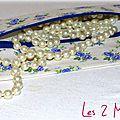 Des fleurs ... des étoiles ... une trousse plate féminine, romantique et un brin rétro !!