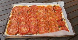 Tarte à la tomate et aux olives