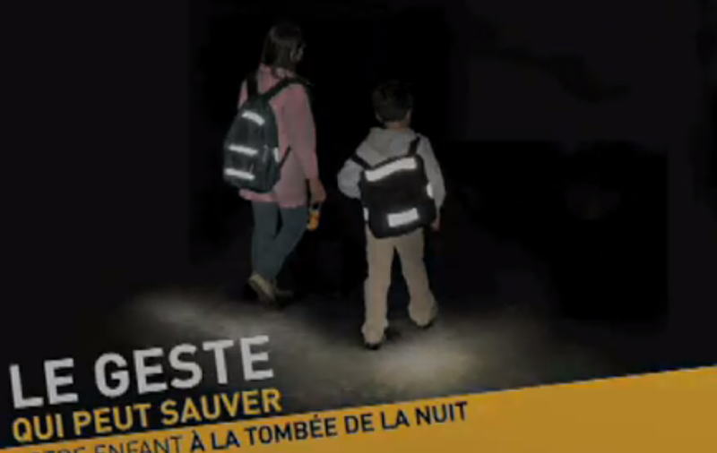 conseil-securite-enfant-bandes-reflechissantes-video