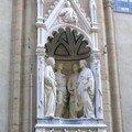 Statues dans les niches