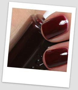 essie-skirting-the-issue-swatches