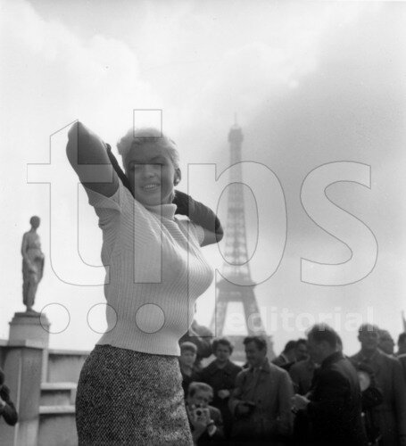 jayne-1957-10-02-paris-tour_eiffel-1