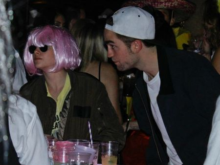 Robert-Pattinson-and-Kristen-Stewart-Halloween-5