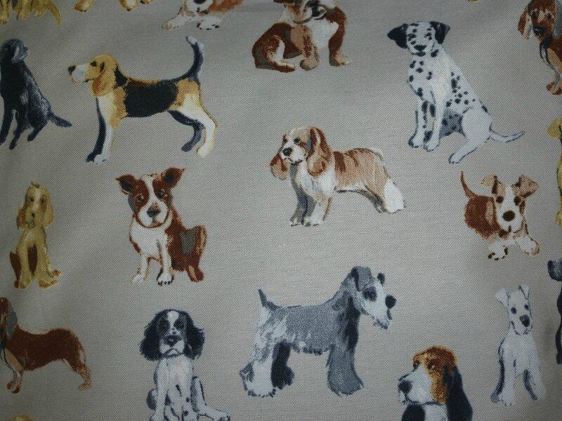 détail tissu chien housse de coussin